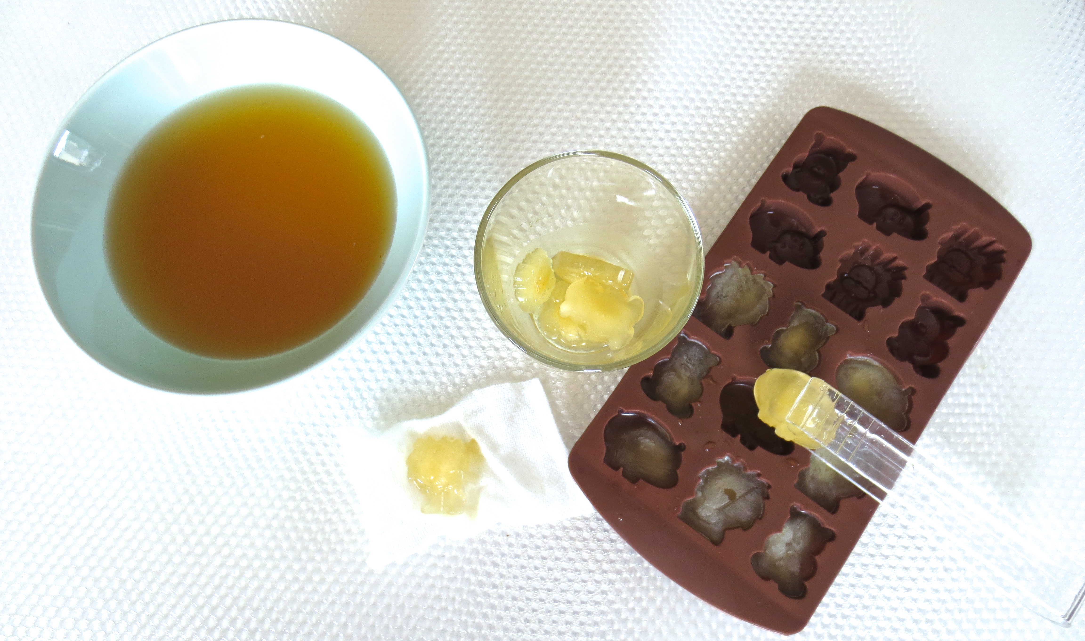 Green Tea Ice Cubes - perfect for depuffing hayfever-plagued eyes!