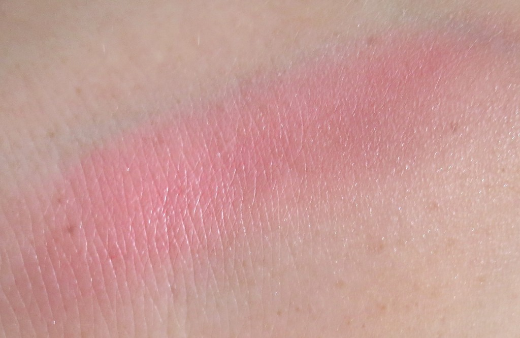 P2 Pretty 60s be unique type Palette 010 forever aubergine Blush Swatch
