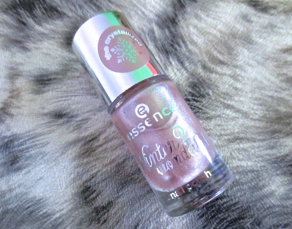 Essence Winter? Wonderful! Nail Polish 04 the crystallized