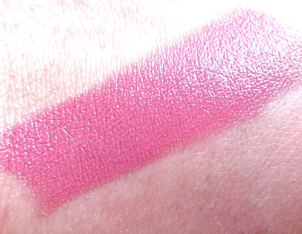 Maybelline the blushed Nudes Colorsensational Lippenstift 207 pink fling Swatch