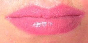 Maybelline the blushed Nudes Colorsensational Lippenstift 207 pink fling Tragebild