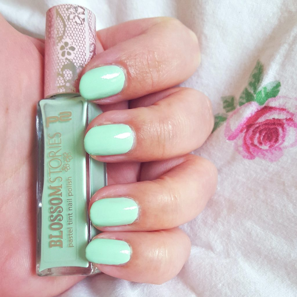 p2 Blossom Stories pastel tint nail polish 010 spearmint Tragebild