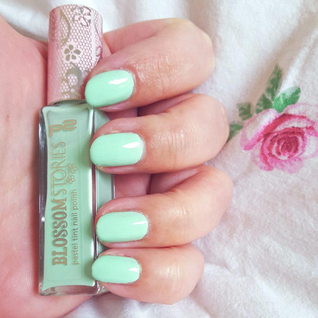 p2 Blossom Stories pastel tint nail polish 010 spearmint Tragebild