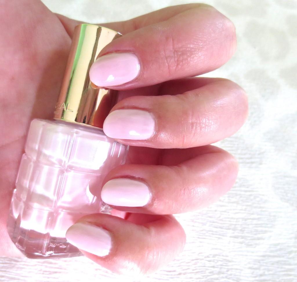 L'Oréal Color Riche Le Vernis Nagellack mit Öl 220 Dimanche Apres Midi NOTD
