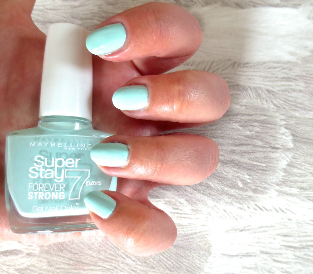 Maybelline Super Stay Gel Nail Polish 615 mint for life Tragebild swatch
