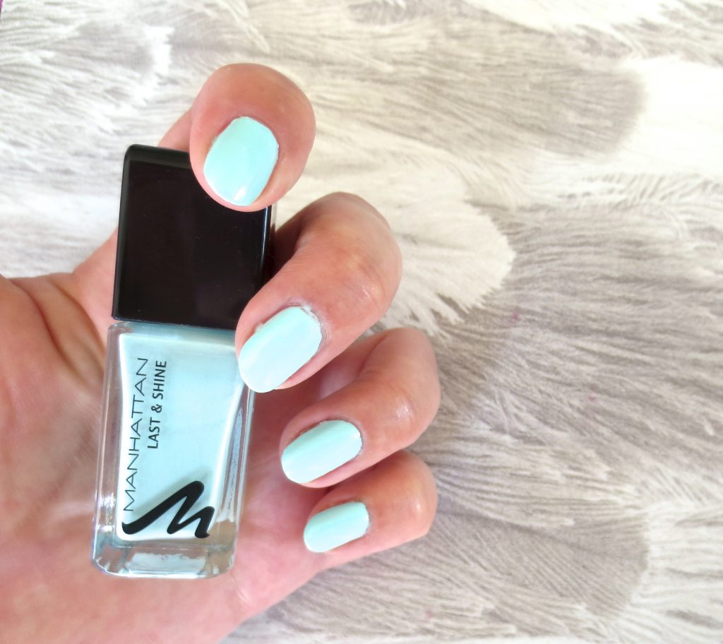 Manhattan Last and Shine Nagellack 800 Mint Hint Tragebild swatch