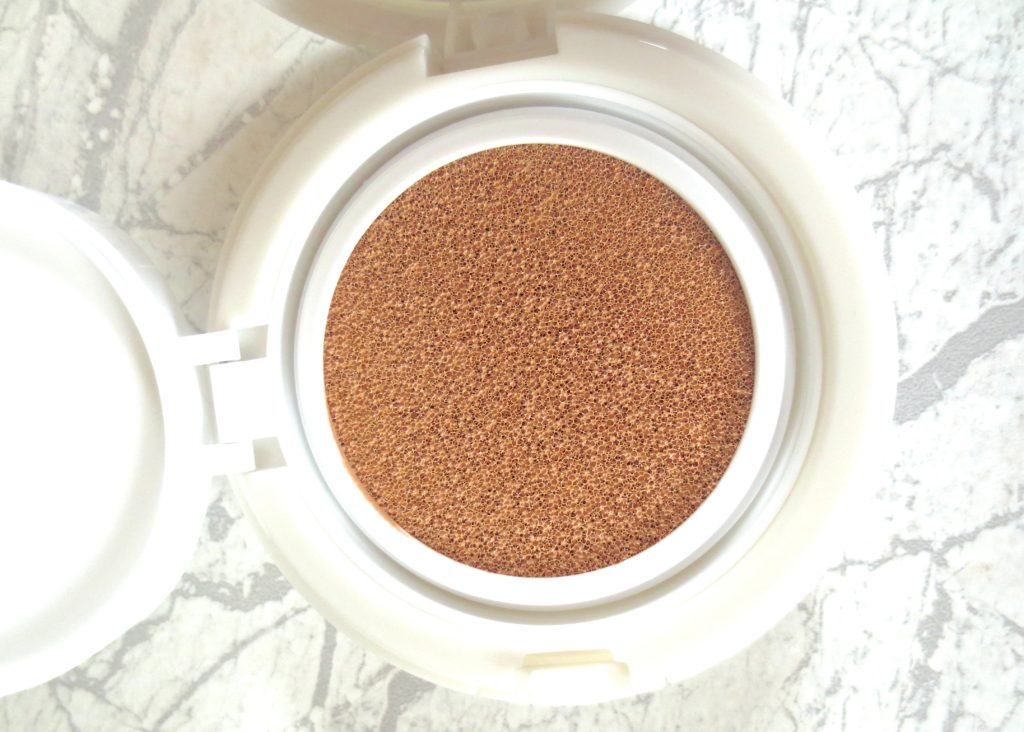 Yves Rocher Pure Light Cushion Foundation close-up
