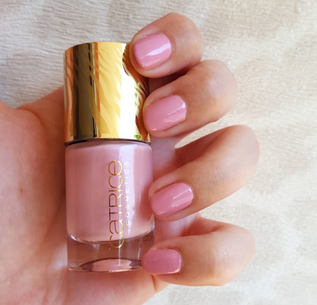 Catrice Sound of Silence Touched by Peace nail lacquer Tragebild