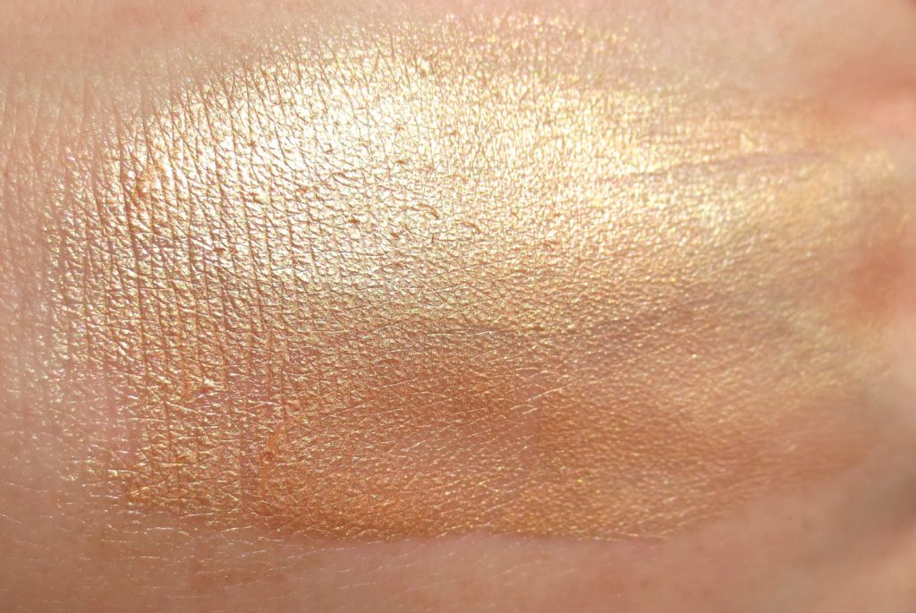 Catrice Sound of Silence Fluid Glow Swatch