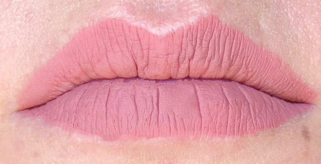 Sleek Makeup Matte Me Lip Cream Birthday Suit Tragebild