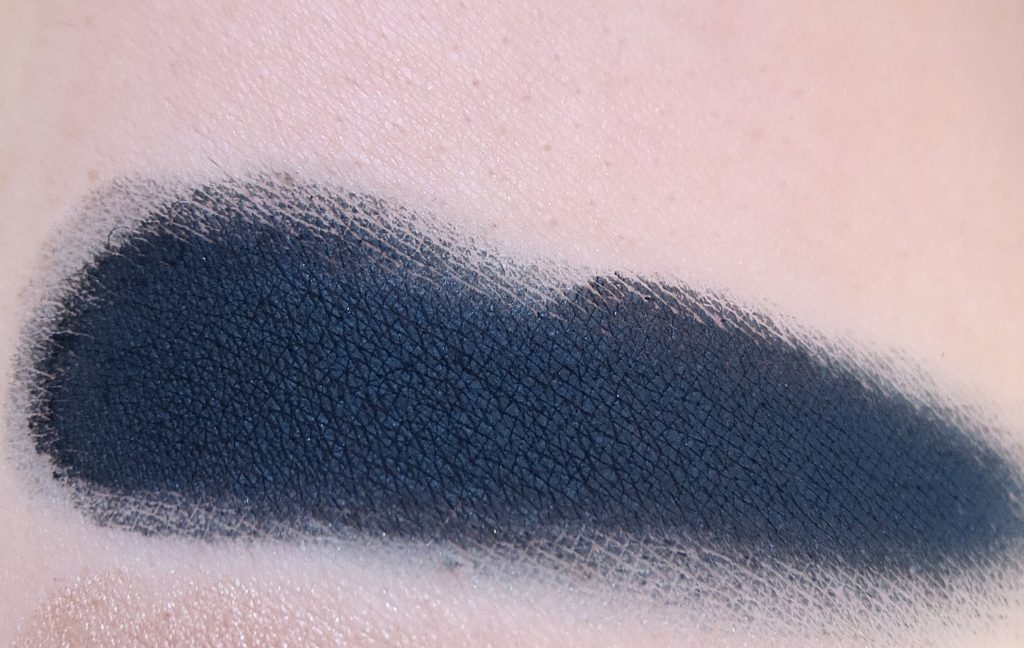 Catrice Retrospective wet & dry shadow C02 Blue Flashback Swatch