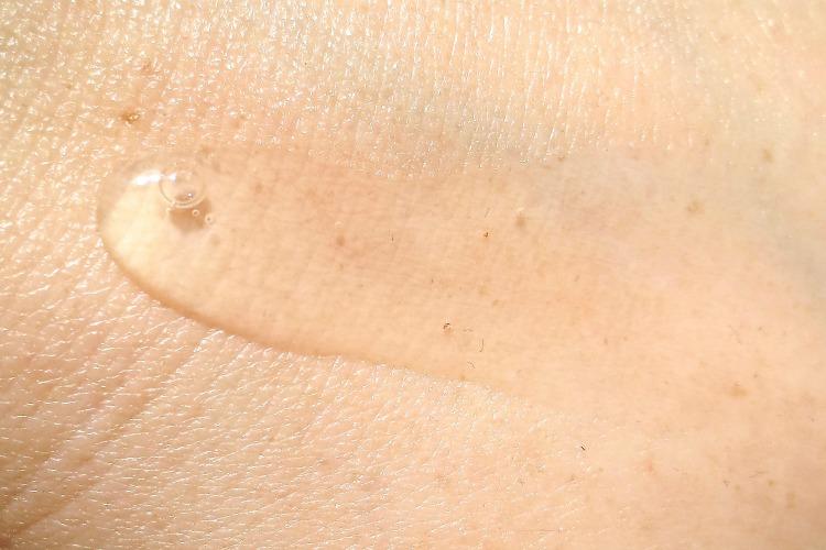bioderma-sensibio-gel-moussant-mildes-reinigungsgel-textur