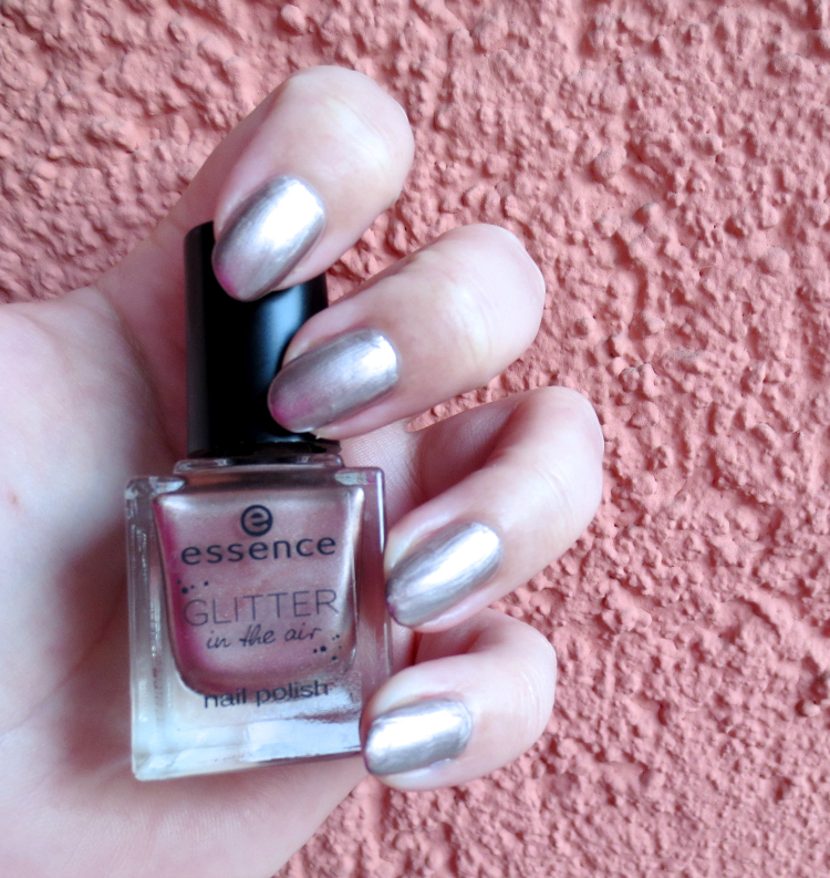 essence glitter in the air nail polish to glam to give a damn tragebild