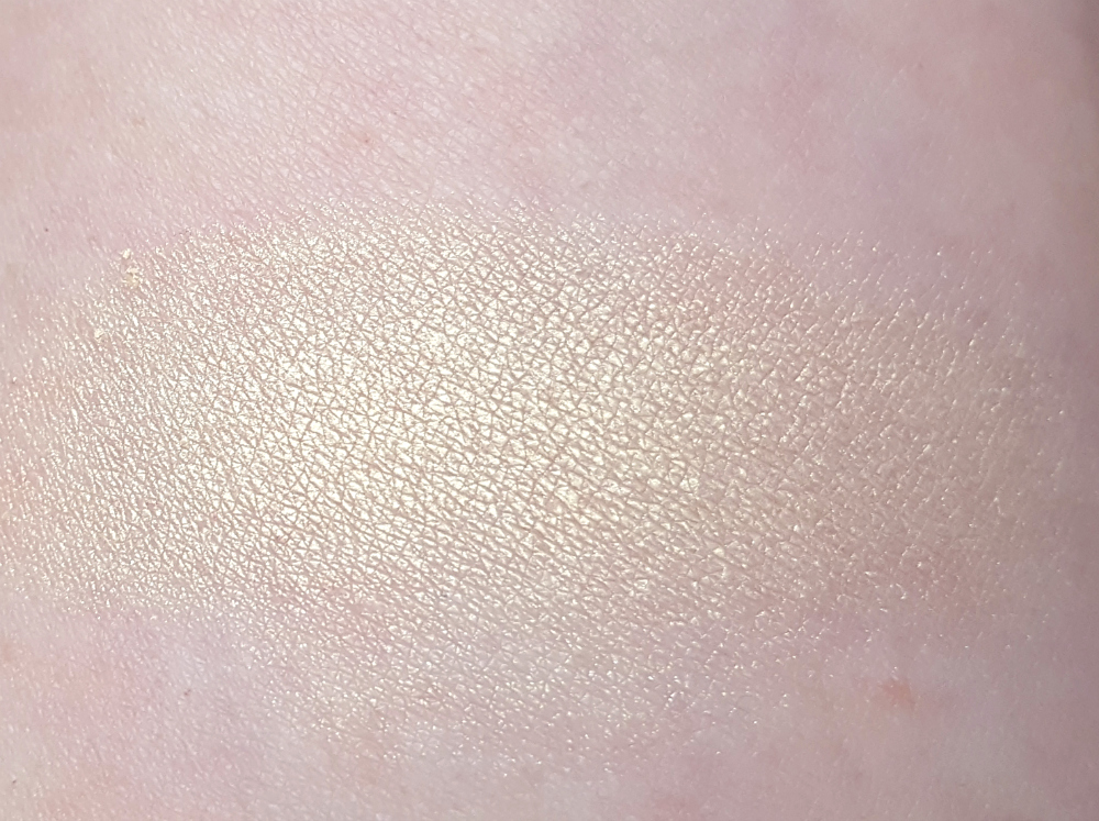 alverde teint illuminating highlighter swatch