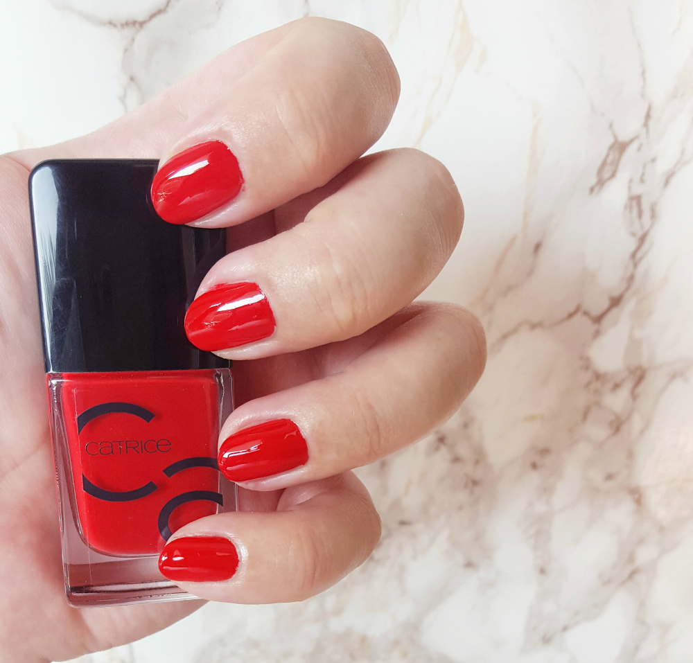Catrice ICONails All about that red swatch