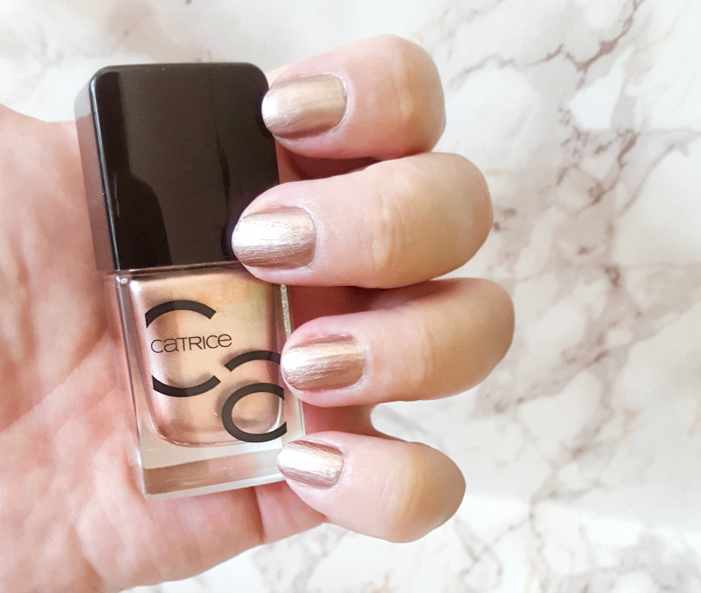 Catrice ICONails go for gold swatch