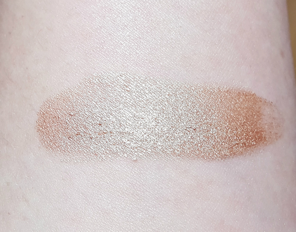 Drogerie Highlighter trend it up 3d mousse chrome 010 swatch
