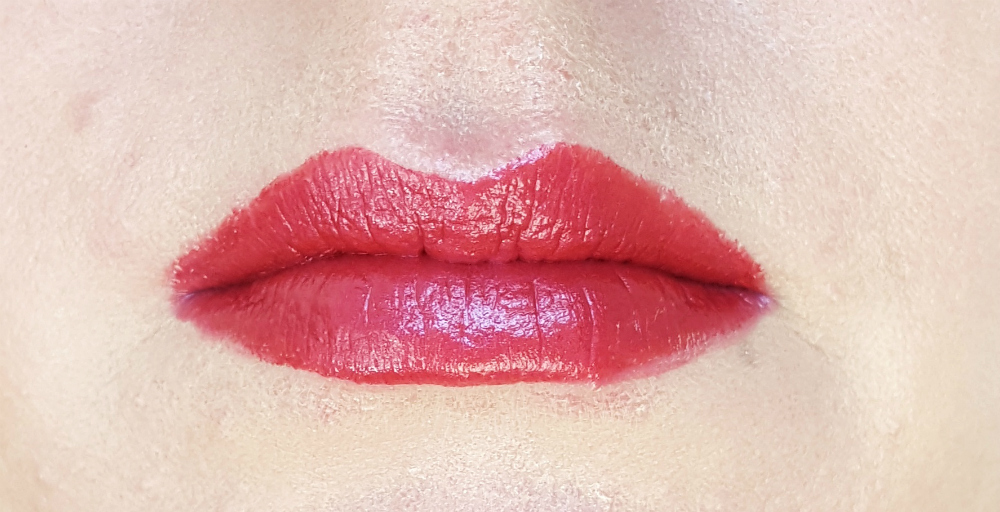 LOV Lip Affair metallic Cosmic Aura Swatch
