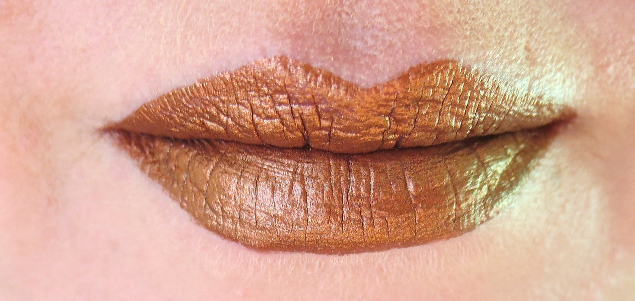 Maybelline Metallic Foil Calypso Swatch