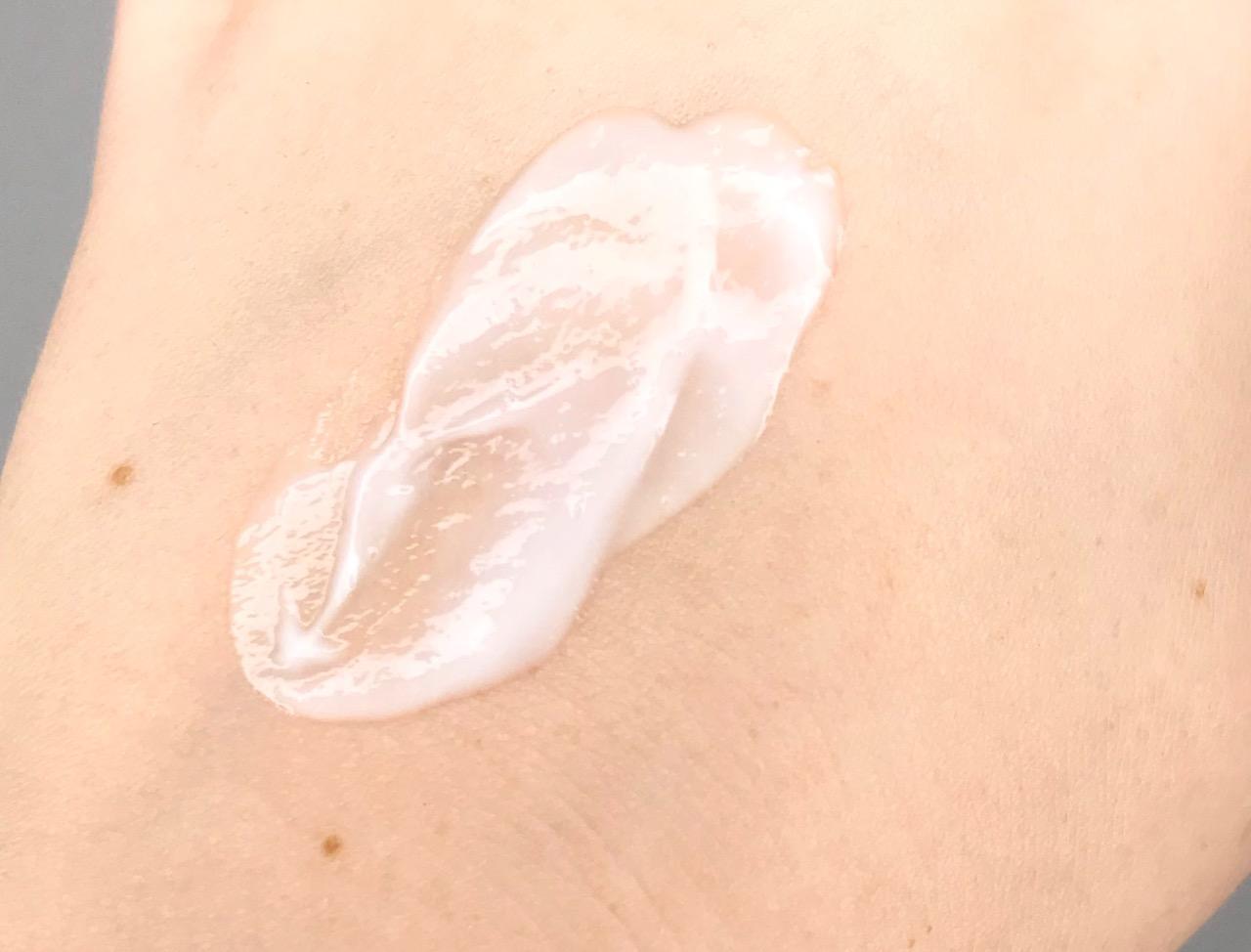 Isana Med Akut Pflege Serum mit Urea Textur