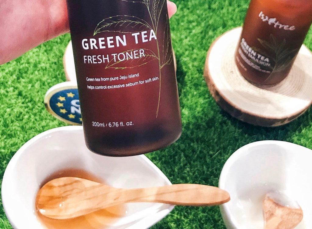 Isntree Green Tea Fresh Toner texture